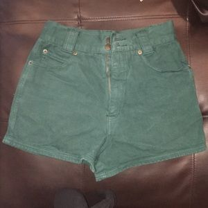 Vintage high waisted shorts !